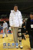图文:北京男篮主场胜八一 王治郅笑容满面