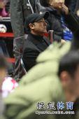 图文:北京男篮主场胜八一 阿的江坐在替补席