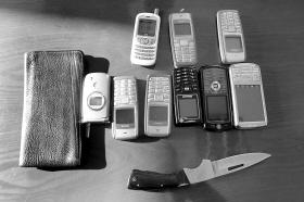 作案工具和赃物本组图片 本报记者 李猛 摄