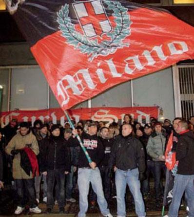 米兰球迷抗议