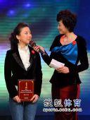 图文:体坛风云人物提名奖颁奖 潘晓婷回答沈冰