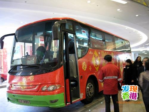 有免费穿梭巴士来往商店与九龙湾地铁站之间,交通十分便利