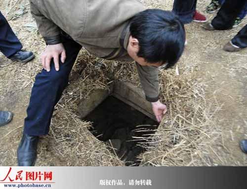天长市公安局相关人员在盗墓通道的相关情况。