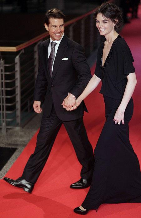 汤姆-克鲁斯携妻子凯蒂-霍尔姆斯优雅现身新片首映