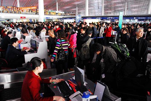 首都机场震撼春运场面 航空公司加开航班