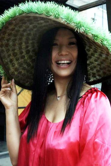 杨二车娜姆——雷人的环保草帽