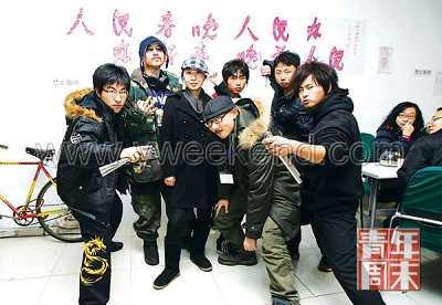 """◎2009年1月15日,山寨春晚大本营,一个神秘的""""怪节目""""中的一群85后年轻人集体亮相"""