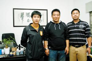 助理教练李远平、领队兼守门员教练路建人、老总兼主帅范育红