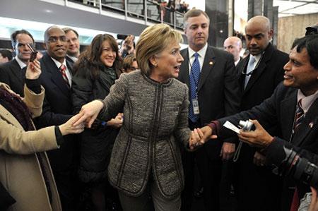 昨天,美国国会雇员欢迎希拉里到任。新华/路透