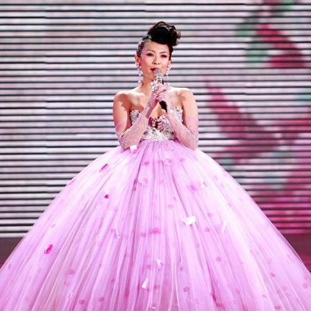 章子怡在2008年春晚舞台上的礼服价值500万元