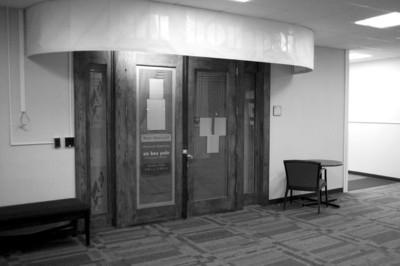 □发生凶案的餐厅大门仍然紧闭