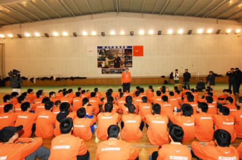 图文:张卫平2009冬季篮球训练营 训练营现场