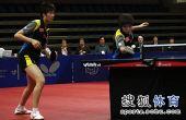 图文:丹麦赛女双决赛 丁宁刘诗雯网前回球
