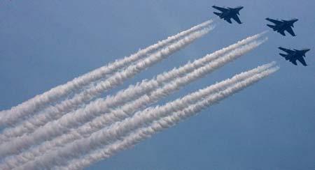 1月26日是印度国庆日,阅兵是不可少的项目。图为苏-30MKI为国庆日做准备时的情景。