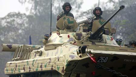 俄制BMP2战车参与阅兵