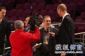 图文:[NBA]火箭VS尼克斯 费根收追捧