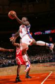 图文:[NBA]火箭VS尼克斯 罗宾逊篮下出手