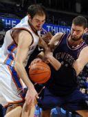 图文:[NBA]篮网VS雷霆 新老篮网中锋对决