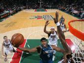 图文:[NBA]雄鹿VS森林狼 史密斯单手上篮