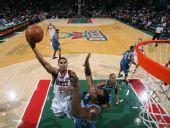 图文:[NBA]雄鹿VS森林狼 塞森斯突破上篮