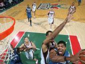 图文:[NBA]雄鹿VS森林狼 戈麦斯突破上篮