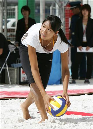 图文:日本沙排美女浅尾美和 竖