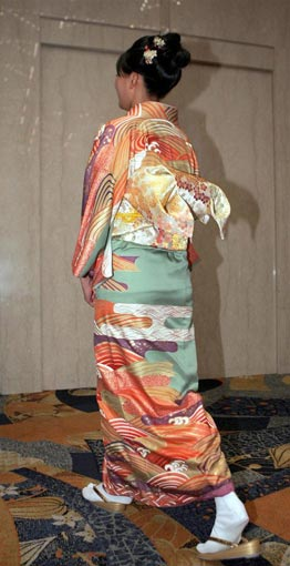 图文:日本沙排美女浅尾美和 身着和服