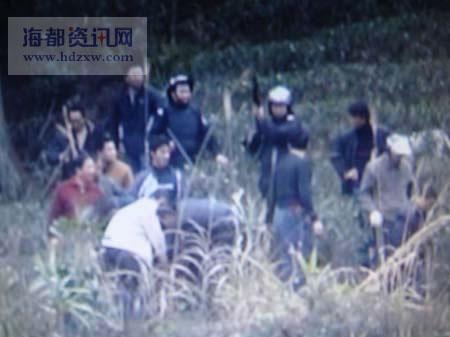 腊月廿九至大年初一,数百警民围捕嫌犯(截屏图片)
