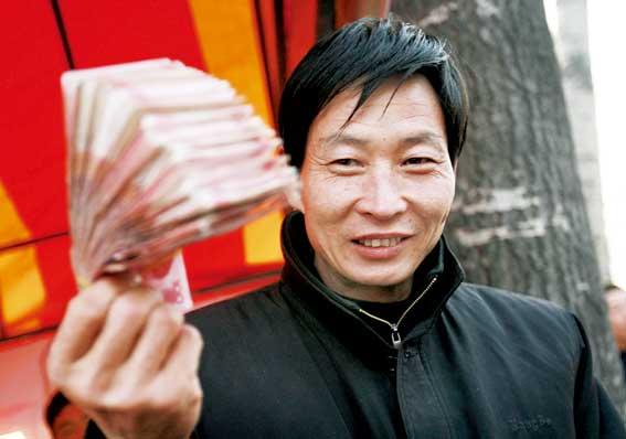 钱赚得多,对于假钞的识别能力也强,马喜军要求所有百元大钞都要过他的手