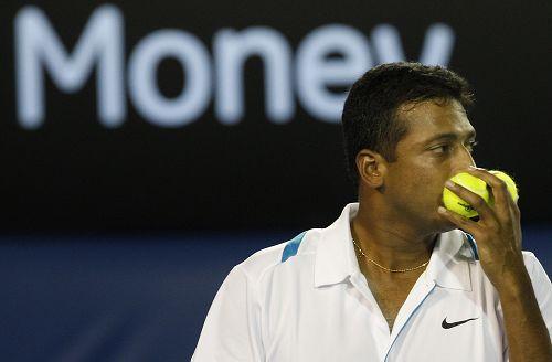 图文:布莱恩兄弟逆转男双夺冠 亲吻两个网球