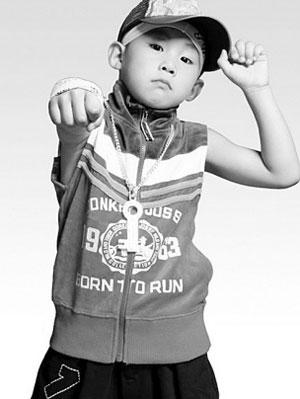 侯高俊杰年龄虽小,却和不少大明星合作过