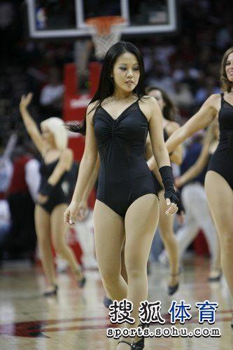 火箭亚裔美女