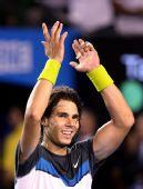图文:纳达尔澳网首度称雄 纳达尔举手感谢观众