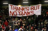 图文:[英超]利物浦2-0切尔西 红军球迷反对老板