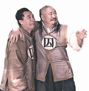哈贝勒与冒牌大先生赵春安(左)斗智斗勇,搞笑不断