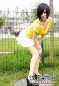 图文:丝袜美女鸟巢清纯写真 弯腰翘臀笑容娇媚