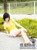 图文:丝袜美女鸟巢清纯写真 面对镜头顾盼生姿
