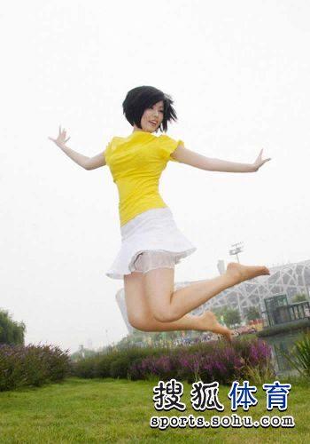 图文:丝袜美女鸟巢清纯写真 鸟巢之前展露动感