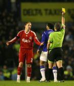图文:[足总杯]埃弗顿1-0利物浦 第二张黄牌