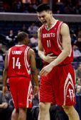 图文:[NBA]火箭不敌灰熊 姚明离场表情