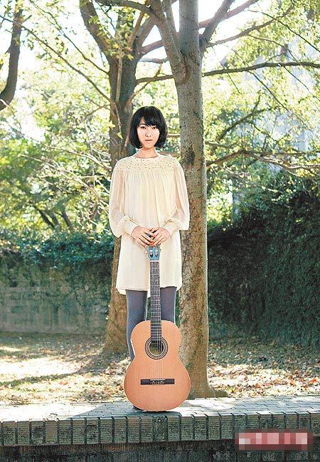 Joanna嗓音迷人,首张专辑荣登去年香港销售冠军,气势威猛