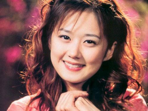 灾区孩子最喜爱的慈善明星-- 张娜拉