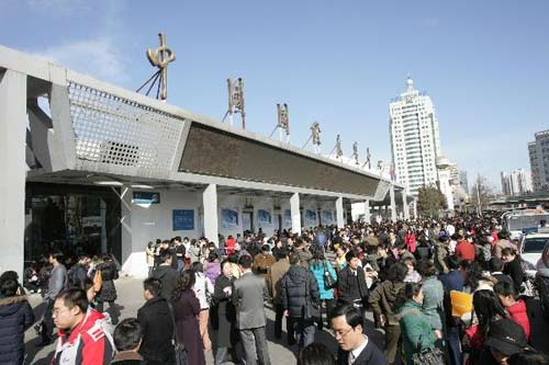 """2009年2月7日,北京第三十一届""""共创未来""""人才招聘大会举行"""
