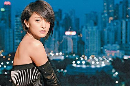 周迅近年为事业经常中港两地走,拿了香港身分证的确会更方便。