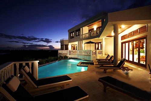 奢侈的酒店游泳池