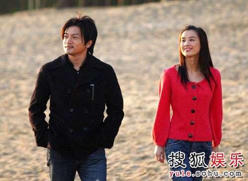 苏有朋(右)在《刘三姐》中的形象