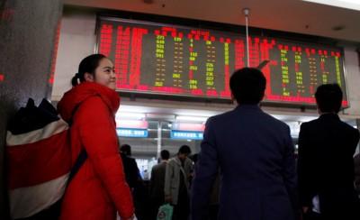 □售票动态实时显示在上海火车站联合售票大厅内售票屏幕上 晨报记者 殷立勤 实习生 赵 羽 现场图片