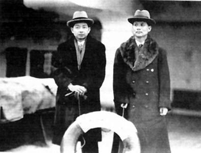 齐如山(右)与梅兰芳摄于加拿大皇后号船上