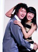 图文:谭雪与男友甜蜜写真 金童玉女甜蜜相拥