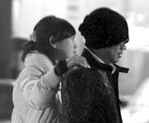 王宝强早前被拍到与一女孩共进晚餐